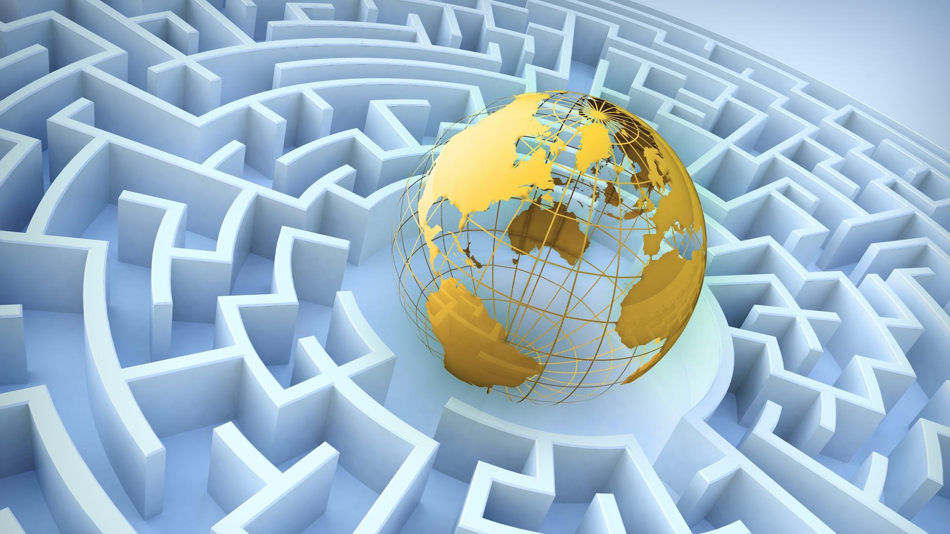 bola del mundo en el centro de un laberinto, simbolizando la complejidad de las relaciones internacionales