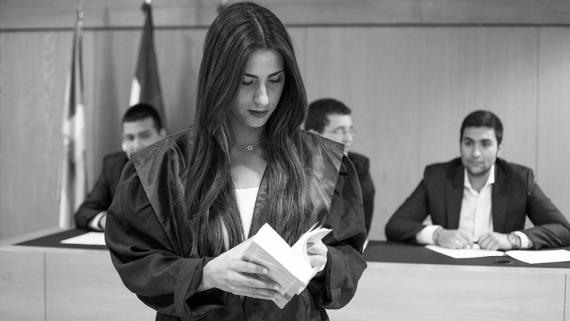 Alumna de derecho en prácticas de la universidad