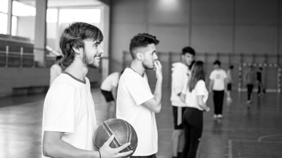 Alumnos del Grado de deporte en las instalaciones deportivas de CEU Andalucía