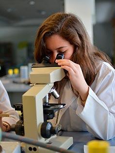 Alumna del ciclo superior de laboratorio clinico y biomedico