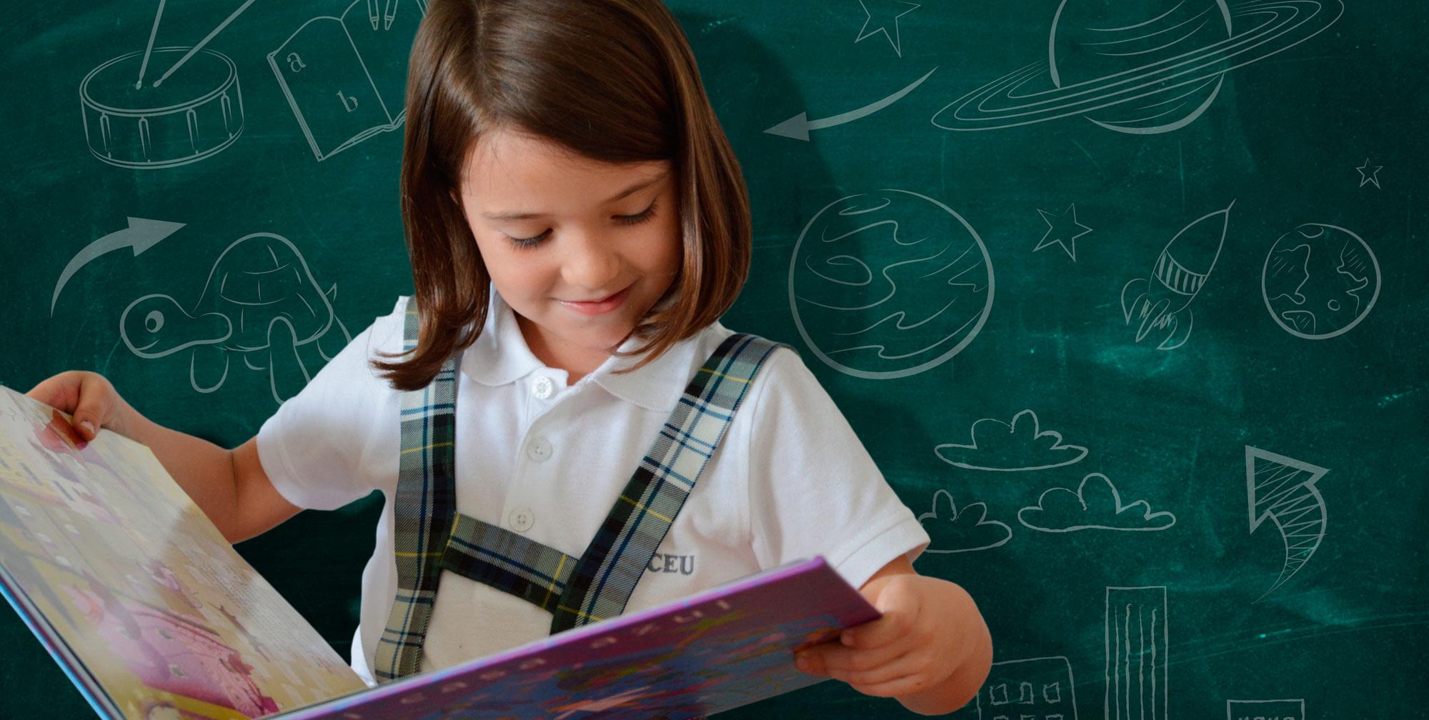 Alumna de Educación Primaria leyendo un cuento