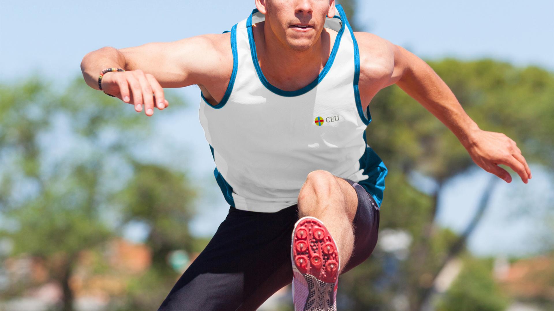 Alumno del FP en Enseñanza y Animación Sociodeportiva corriendo